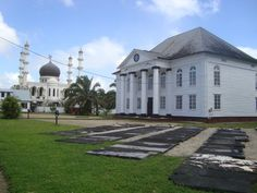 Side by side, Paramaribo