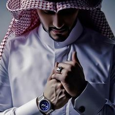 Fame Dubai Home - FameDubai Magazine Muslim Beard, Muslim Men, Photo Poses For Boy, Poses For Men, Arab Men Fashion, Mens Fashion, Boy Fashion, Arab Men Dress, Thobes Men