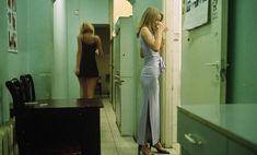 Отчаянные девяностые в объективе французского фотографа Лиз Сарфати 48