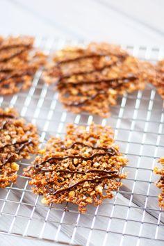 Coconut Quinoa (flakes and seeds) Florentine Lace Cookies - Wendy Polisi Quinoa Desserts, Quinoa Cookies, Almond Flour Cookies, Gluten Free Desserts, Just Desserts, Gluten Free Recipes, Healthier Desserts, Flour Recipes, Cookie Recipes