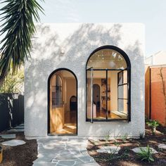 The Design Files - A Home Of Pink Terrazzo And Endless Archways! Cocina Art Deco, Art Deco Kitchen, Terrazzo, Exterior Design, Interior And Exterior, Tiny House Exterior, Modern Exterior, Architecture Design, Australian Architecture