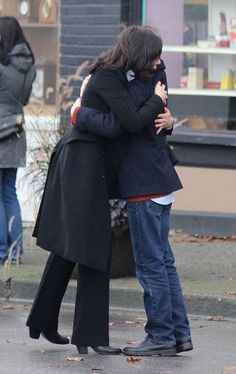 Lana & Jared on set filming episode 4x10 - October 22, 2014