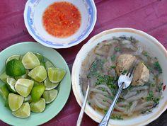 4 món bánh canh đặc trưng miền Đông Nam Bộ. Bánh canh Trảng Bàng ở Tây Ninh nổi tiếng không chỉ ở Việt Nam mà còn được rất nhiều du khách ưu chuộng - bên cạnh đó tại các tỉnh khác như Vũng Tàu, TP Hồ Chí Minh các đầu bếp còn chế biến những món đặc sắc khác. Bánh Canh Chả Cá Vũng Tàu