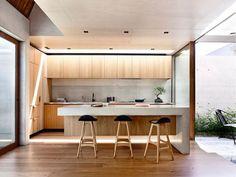 Nedostatek místa chytře vyřešen útulnou dřevěnou stavbou