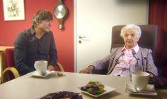 2012 Kama op de koffie   VIER Hoe denken mensen die ouder zijn dan 100 over depressies en stress, en wat moeten we daar aan doen? Kamagurka ging op de koffie bij Lia en Firmin.