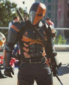 Awesome deathstroke cosplay!! Credit@brybryy21  #deathstroke #teentitans #slade #arrow #batman