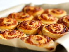 Pizzasnegle Baby Food Recipes, Cooking Recipes, Feel Good Food, Bagels, Kids Meals, Italian Recipes, Tapas, Brunch, Food And Drink