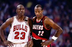 1991: Michael Jordan of the Chicago Bulls & Clyde Drexler of the Portland Trail Blazers at Memorial Coliseum in Portland, Oregon.  (Photo by Nathaniel S. Butler/ NBAE/ Getty Images)