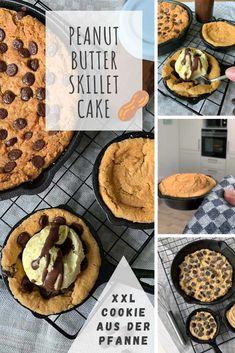 Peanut Butter Skillet Cookie (Erdnusskeks aus der Pfanne) Hot Fudge, Skillet Cake, Köstliche Desserts, Foodblogger, Peanut Butter, Pancakes, Muffins, German, Usa