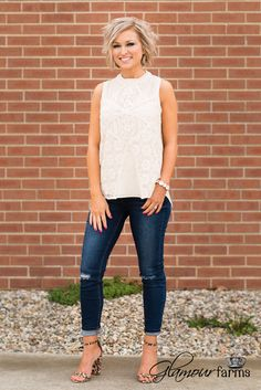 These jeans are Super adorable! they make the perfect dark blue jean outfit for winter Fashion Over 40, 50 Fashion, Fashion Looks, Fashion Outfits, Fashion Trends, Fashion Beauty, Autumn Fashion, Spring Summer Fashion, Spring Outfits