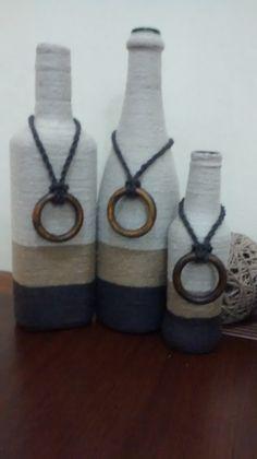 Trio de garrafas decoradas com barbante, em três cores: palha, bege e marrom. Ideal para decoração e para presentear. Produto sustentável?