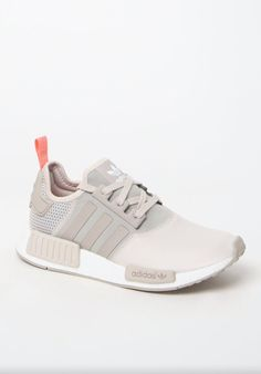 882565207d50 adidas combines modern streetwear style with innovative technology in the  Women s Brown Low-Top Sneakers. Fashioned in a brown hue
