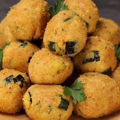 "This is ""Polpette di tonno e zucchine con cuore di provola"" by Al.ta Cucina on Vimeo, the home for high quality videos and the people who love them. Healthy Cooking, Cooking Recipes, Healthy Recipes, Whole Food Diet, Chicken Wing Recipes, Banana Recipes, Fish Dishes, Antipasto, Italian Recipes"