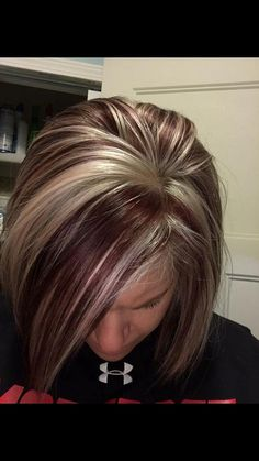 Newest Photos Hair color highlights Style, Hair Highlights And Lowlights, Brown Hair With Blonde Highlights, Hair Color Highlights, Chunky Highlights, Caramel Highlights, Bob Hair Color, Hair Color And Cut, Haircut And Color, Grey Balayage