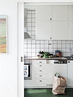Kitchen in Göteborg, Sweden. Via Stadshem