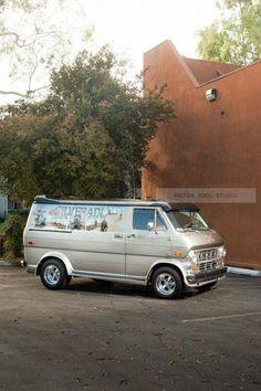 Custom 70's Ford van - Silverado
