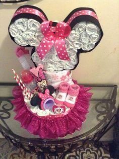 Minie Mouse head and tutu diaper cake - Baby Diy - Baby Shower Ideas Mini Mouse Baby Shower, Idee Baby Shower, Fiesta Baby Shower, Cute Baby Shower Gifts, Baby Mouse, Baby Shower Diapers, Girl Shower, Baby Shower Cakes, Minnie Mouse