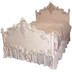 beautiful bed...I feel like Im playing Animal Crossing when I find fabulous decor to pin. Anyone else?