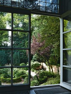 Gardens, balconies and courtyards: how to master greenery at home: View of the formal garden from the windows of the Viktor & Rolf headquarters. Outdoor Plants, Outdoor Spaces, Outdoor Gardens, Outdoor Living, Vogue Living, Landscape Design, Garden Design, Green Terrace, Terrace Garden