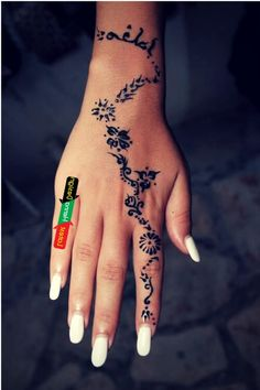 The reason why I like Arabic traditional design is due to their dark appearance with detail structures.  http://www.latesthennadesigns.com/2017/07/20-best-backhand-mehndi-designs.html  #henna #hennaart #hennadesigns #simplehenna #mehndi #mehndiart #mehndidesigns #simplemehndi