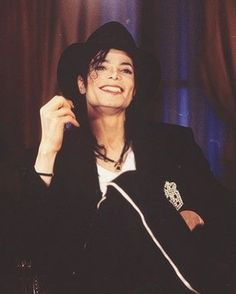 Michael Jackson 1991 - Through his eyes you can see his beautiful soul. Mike Jackson, Michael Jackson Vivo, Photos Of Michael Jackson, Michael Jackson Wallpaper, Most Beautiful Man, Beautiful Smile, Hee Man, Barbara Walters, The Jacksons