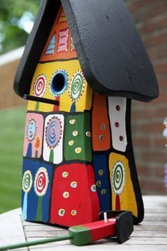 Usually I don't go for too brightly painted bird houses, but this is one of that kind that speaks to me. Bird House Feeder, Bird Feeders, Friedensreich Hundertwasser, Bird Houses Painted, Painted Birdhouses, Bird Boxes, Fairy Houses, Little Houses, Yard Art