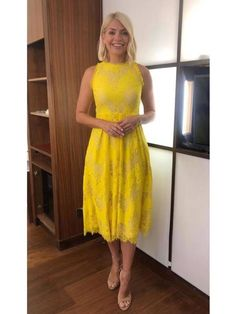 - Photo - Holly Willoughby has worn some gorgeous summer dresses on This Morning and Celebrity Juice in Take a look through her top looks here… Best Summer Dresses, Fall Dresses, Sexy Dresses, Nice Dresses, Casual Dresses, Short Sleeve Dresses, Holly Willoughby Style, Whistles Dresses, Outfits