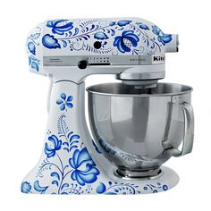 Pretty Kitchen Aid in white and Blue ~ This model was sold in Russia but does not seem to be available in the US. Maybe if all the blue and white lovers emailed Kitchen Aide begging? Blue And White China, Blue China, Love Blue, Color Blue, White Dishes, Blue Dishes, Kitchen Aid Mixer, Mary's Kitchen, Kitchen Stuff
