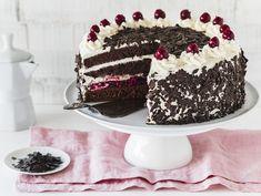 Classic Black Forest cake - kuchenrezepte home Pastry Dough Recipe, Pastry Recipes, Baking Recipes, Cake Recipes, German Cake, German Desserts, Black Forest Cake, Cherry Cake, Pastry Shop