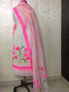 Light summer colours to soothe your soul! Paint work suit with cotton silk duppatta! Hand Painted Dress, Hand Painted Fabric, Embroidery Suits Punjabi, Embroidery Dress, Hand Embroidery, Embroidery Designs, Indian Party Wear, Indian Wear, Fabric Paint Designs