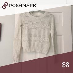 White sweater Perfect for winter weather, barely worn Sweaters