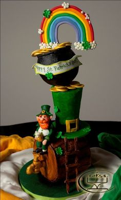 This would be cool for my birthday since it is in Saint Patrick's Day This would be cool for my birthday since it is in Saint Patrick's Day Fancy Cakes, Cute Cakes, Pretty Cakes, Beautiful Cakes, Amazing Cakes, Guinness, St Patricks Day Cakes, Celtic, Gravity Defying Cake
