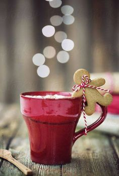 Hot chocolate with mini gingerbread man by Ruth Black - Christmas, Drink - Stocksy United Christmas Mood, Noel Christmas, Little Christmas, Christmas Treats, All Things Christmas, Christmas Cookies, Christmas Coffee, Country Christmas, Christmas Sayings
