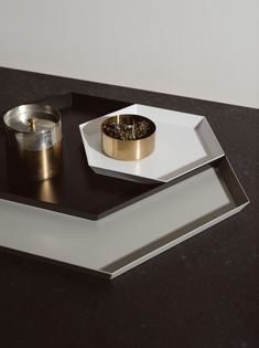 Bring order and elegance to kitchen surfaces with this Extra-Large Kaleido Tray – Grey made of powder-coated grey steel for a contemporary look. Grey Kitchen Island, Kitchen Islands, Marie Kondo, Home Office Decor, Home Decor, Konmari, Cocktail Tables, Dream Life, Sale Items
