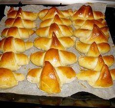 Pihe-puha házi sós kifli, aminek elkérik majd a receptjét - Blikk Rúzs Bread Recipes, Cake Recipes, Cooking Recipes, Homemade Sweets, Salty Snacks, Hungarian Recipes, Crescent Rolls, Sweet Bread, Hot Dog Buns