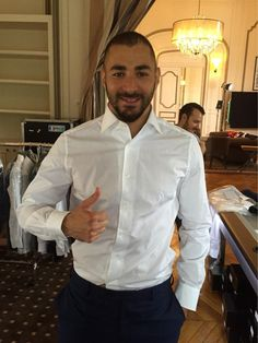 Karim Benzema. Costume Sexy, Real Madrid Players, Man Crush Everyday, White Shirts, Soccer Players, Beard Styles, Mens Suits, Male Models, Sexy Men