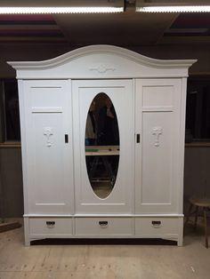 3 deurs kast in wit