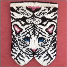 Tigris garn/mönsterkit by JennyPenny Sweden AB Crochet Gloves, Knit Mittens, Knitting Socks, Mitten Gloves, Crazy Cat Lady, Crazy Cats, Knitting Projects, Knitting Patterns, Spring Chicken