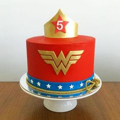 53 Ideas Birthday Cupcakes For Women How To Make Wonder Woman Birthday Cake, Wonder Woman Cake, Wonder Woman Party, Birthday Woman, Birthday Cupcakes For Women, Birthday Cake Girls, Happy Birthday, 5th Birthday, Birthday Cakes