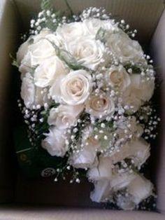 Que prefieren su ramo de novia artificial o natural? - Foro Moda ... Wedding Brooch Bouquets, Bride Bouquets, Babysbreath Bouquet, Rose Wedding, Wedding Flowers, Dream Wedding, Cascade Bouquet, Cascading Bouquets, Fabric Flowers