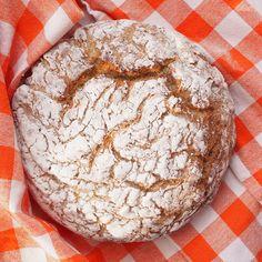 Kiireisen kaurainen pataleipä | Kulinaari Camembert Cheese, Takana, Dairy, Favorite Recipes, Bread, Plant Based, Food, Eten, Bakeries