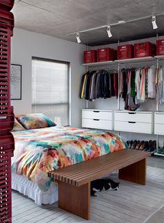 Apartamento de 70 m² dos arquitetos e moradores Paula Sertório e Victor Paixão (PAX.ARQ) #bedroom