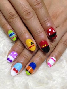 The Disney classics in nail art. Mickey Mouse, Minnie Mouse, Pluto, Donald, Daisy, Goofy...can you name the pinkies? Disney Nail Designs, Cool Nail Designs, Estilo Disney, Disney World Nails, Easy Disney Nails, Disney Nails Art, Unhas Disney, Disney Toes, Disney Manicure