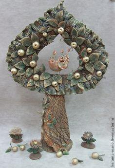 Дерево ` Яблоня`. Яблоня является Древом Жизни. Символом любви, радости, познания и мудрости. . Так же яблоня является символом и оберегом молодоженов, залогом верности и счастья. Плод древа жизни-Яблоко поистине следует признать… Diy Crafts For Gifts, Clay Crafts, Paper Clay Art, Dream Art, Ceramic Clay, Cold Porcelain, Clay Projects, Bottle Crafts, Garden Art