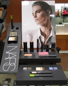 chanel cosmetic display - Google Search Pos Display, Counter Display, Visual Display, Display Design, Display Shelves, Store Design, Product Display, Display Window, Counter Top