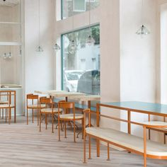 lucas y hernández-gil covers madrid bakery in hand-painted tiles Pastel Interior, Interior Walls, Interior Design, Bar Design, Design Blog, Rustic Wood Floors, Wooden Flooring, White Square Tiles, Restaurants