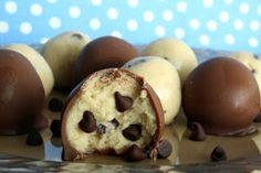 Chocolate Chip Cookie Dough Truffles || Easy, egg-less cookie dough truffles!  Perfect for girl's night!