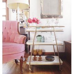 I want an old pink chair for the front room Deco Paris, Pink Velvet Chair, Salon Styling Chairs, Living Room Decor, Bedroom Decor, Pink Furniture, Cheap Chairs, Living Room Inspiration, Bars For Home