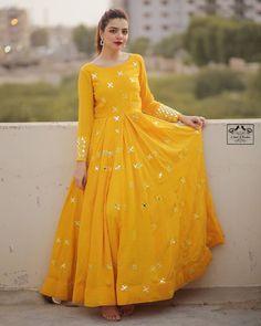 Beautiful Pakistani Dresses, Pakistani Dresses Casual, Indian Gowns Dresses, Indian Fashion Dresses, Pakistani Dress Design, Indian Designer Outfits, Indian Designers, Indian Outfits, Fancy Dress Design
