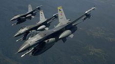 Türk Silahlı Kuvvetlerince Irak'ın kuzeyindeki Avaşin-Basyan bölgesine düzenlenen hava harekatında saldırı hazırlığındaki 3 teröristle Doçka uçaksavar mevzisi ve barınak imha edildi. TSK'dan yapılan bilgilendirmeye göre, alınan anlık istihbarat üzerine Irak'ın kuzeyindeki Avaşin-Basyan bölgesindeki bölücü terör örgütüne ait hedeflere hava harekatı düzenlendi.   #Avaşin #Basyan #Hava Kuvvetleri Komutanlığı